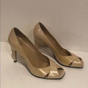 Peep toe patent leather shoes